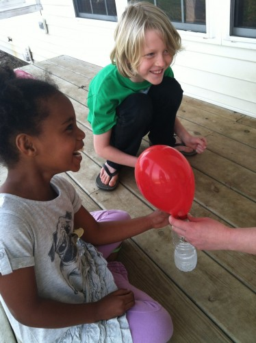 blow up balloons with vinegar and baking soda