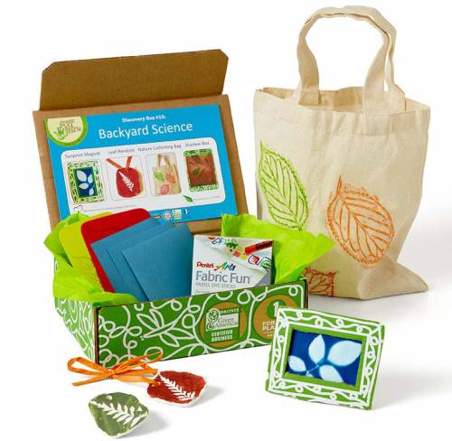 Looking for educational toys, science kits, monthly crafts for kids, monthly subscriptions for kids, a monthly craft box or kids craft subscription? Green Kid Crafts, kids craft subscription and maker of the best subscription boxes, including award-winning arts and craft subscription boxes and best monthly subscription boxes, has created this awesome Backyard Science science box for kids.