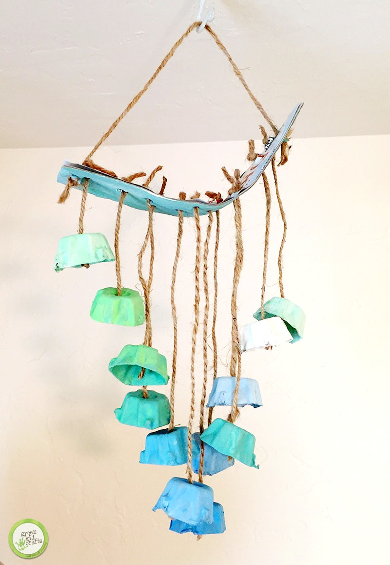 Egg carton craft. Make an ombre hanging mobile out of upcycled egg carton cups.
