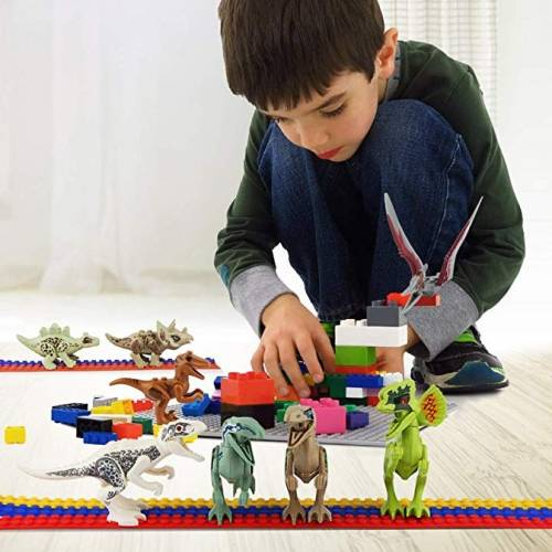 Looking for educational toys, science kits, monthly crafts for kids, monthly subscriptions for kids, a monthly craft box or kids craft subscription? Green Kid Crafts, kids craft subscription and maker of the best subscription boxes, including award-winning arts and craft subscription boxes and best monthly subscription boxes, has created this awesome Dinosaur Building Blocks science kit for kids.
